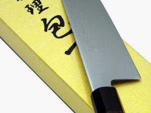 Particolare della finitura Migaki sulla lama del coltello da cucina giapponese Gyuto di Yoshihiro