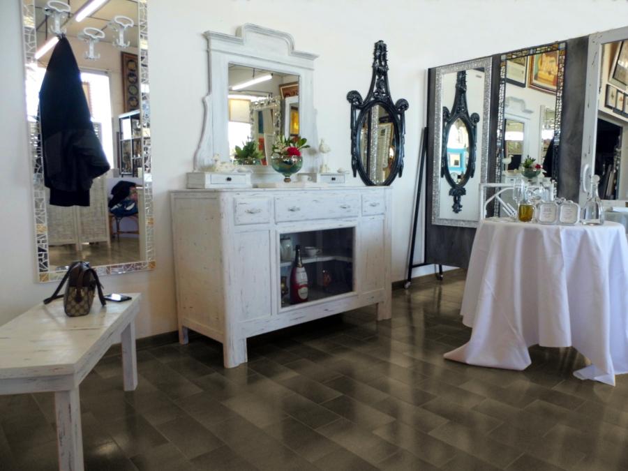 mobili e specchi pensati per lo stile chabby chic presso Farinella arte e cornici showroom di Vaccolino (Ferrara)