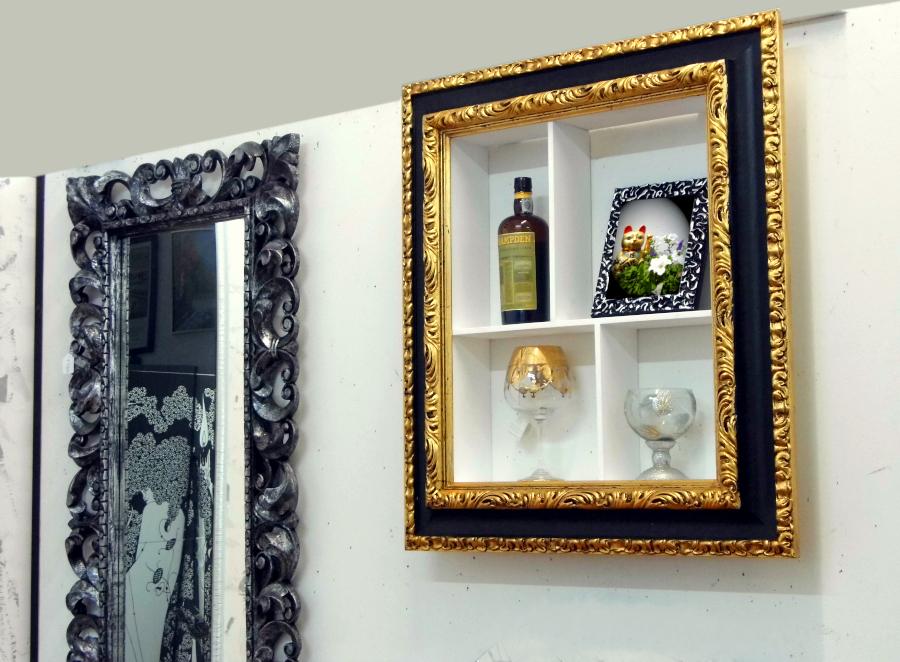 cornice portaoggetti presso Farinella arte e cornici showroom di Vaccolino (Ferrara)