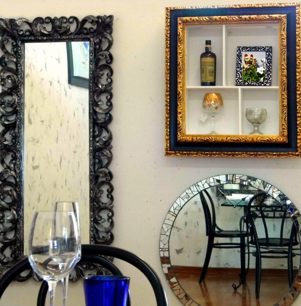 specchi di varie forme e misure presso Farinella arte e cornici showroom di Vaccolino (Ferrara)