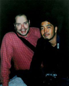 Sauro e Yukino i due amici chef insieme e sorridenti in una foto scattata in Italia quando erano ragazzi nell'anno 2005