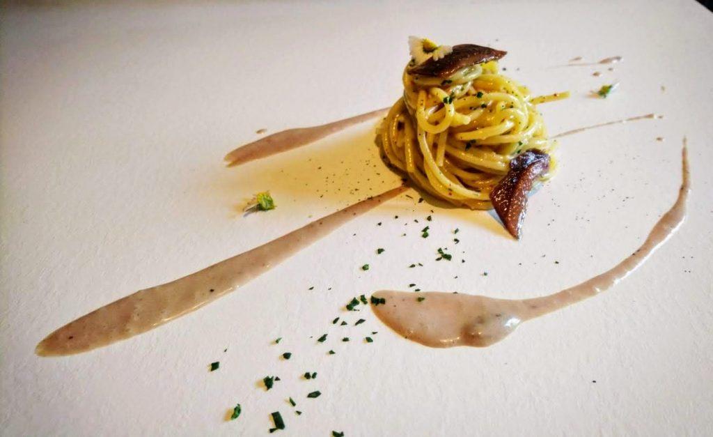"""Spaghettone """"Martelli"""" aglio, olio e peperoncino/dressing di acciughe del Mar Cantabrico dello chef Dario Tosi"""